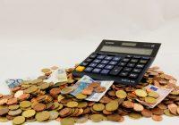 Dei soldi e una calcolatrice per simboleggiare i mutui.