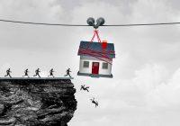 Una Casa Sospesa nel vuoto e uomini che cadono