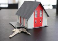Una casa con delle chiavi