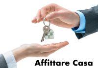 Affittare Casa - Una mano passa le chiavi